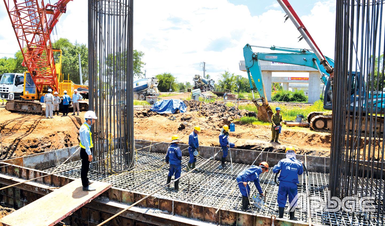 Công trình cao tốc Trung Lương – Mỹ Thuận: Đã đủ điều kiện để tăng tốc